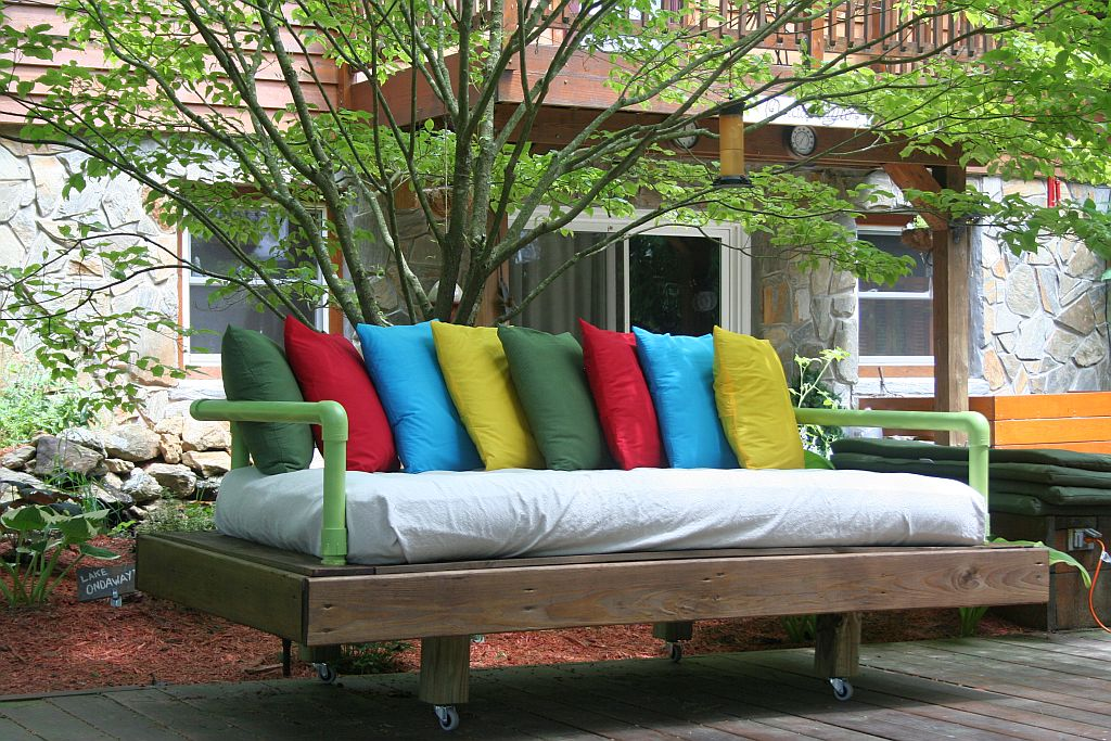 The Pallet Daybed