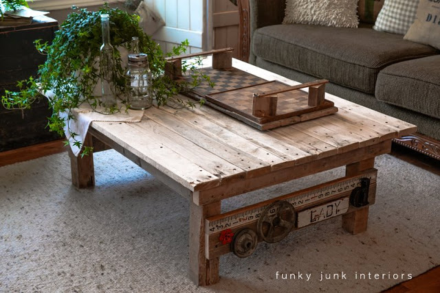 A Junk Styled Pallet Wood Coffee Table