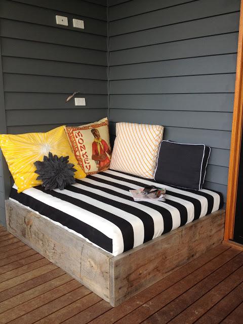 Built-in Corner Daybed