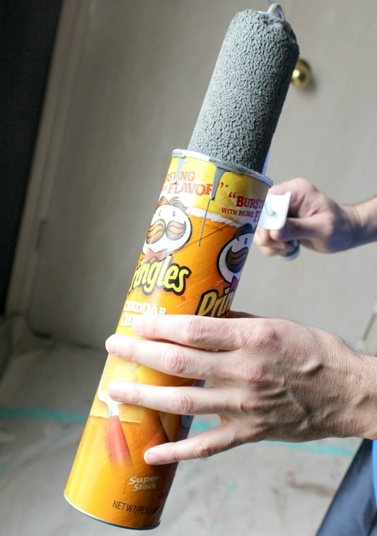 Store paint rollers in a Pringles can