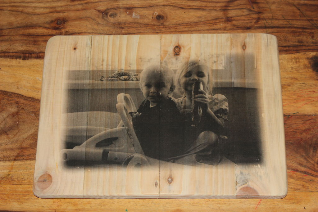 How to transfer photos on wood