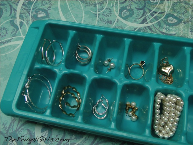 Use ice cube trays to organize tiny things