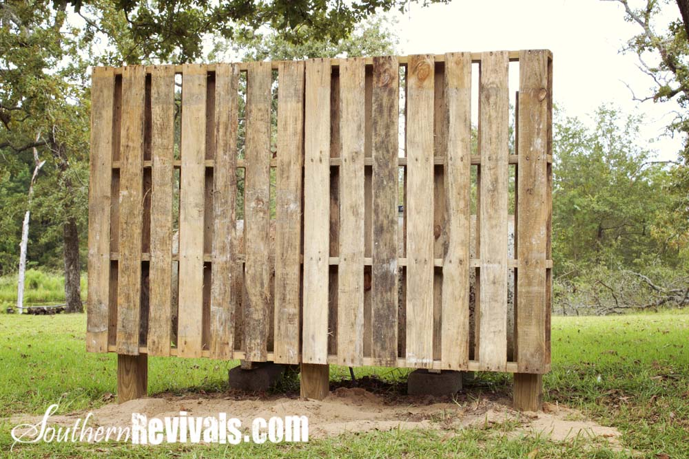 Pallet Privacy Wall